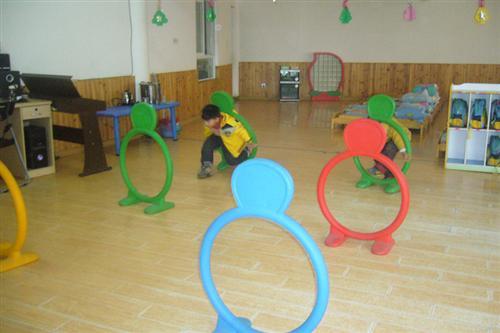 > 幼儿园动态  这是芒果班的夹花生比赛,看小朋友们表现的很不错吧!